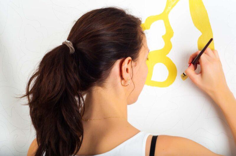 donna single pittura 800x531 - Donne sole: guida pratica per vivere senza un uomo