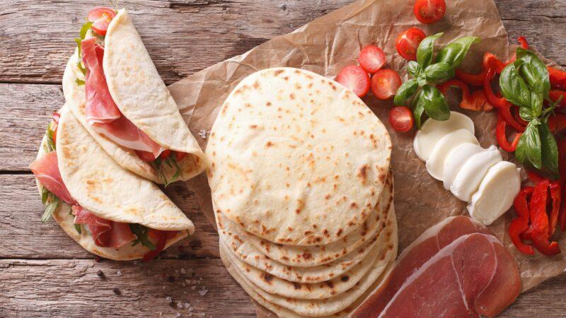 Piadina tipo di pane 800x450 - Tipi di pane: dalle farine, al sale, al lievito