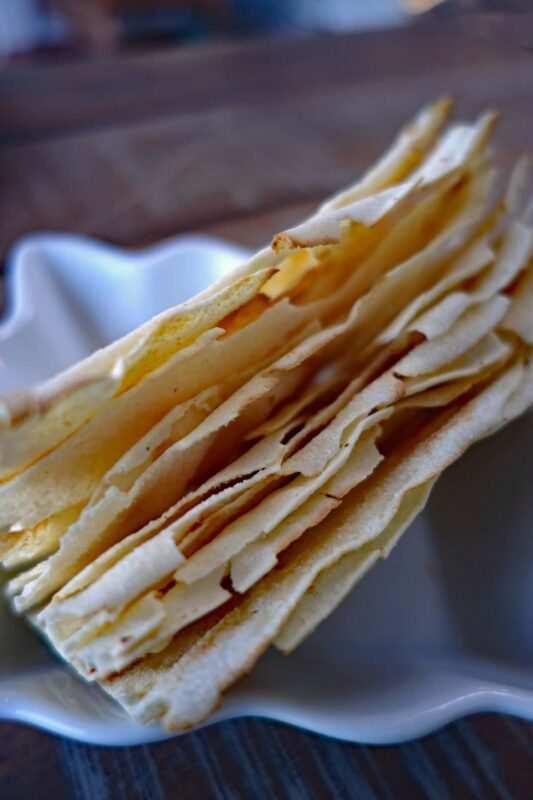 pane carasau 533x800 - Tutto sul pane carasau: storia, preparazione ed utilizzi