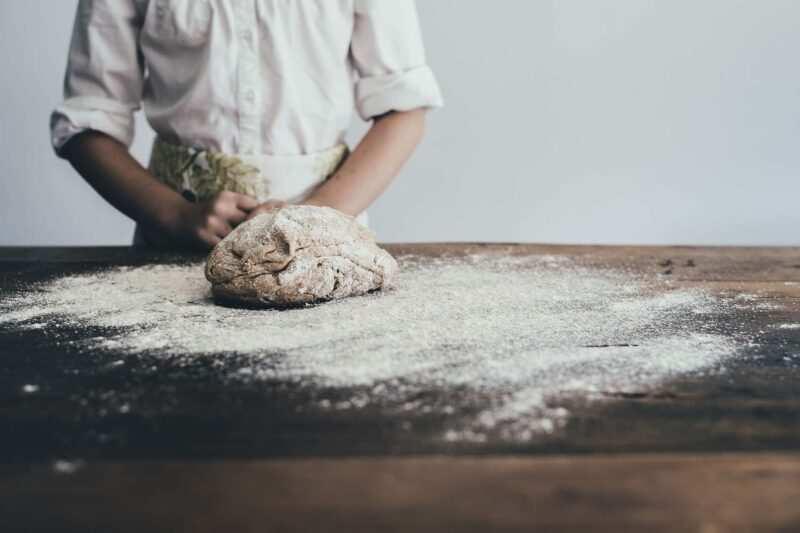 come preparare il pane carasau 800x533 - Il pane toscano senza sale: storia, curiosità e ricetta