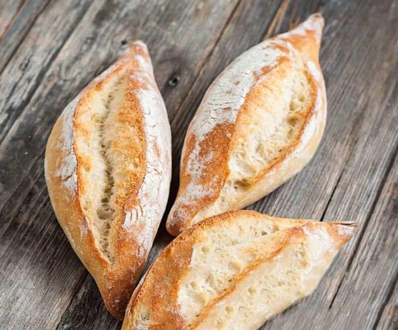 pane Ciriola romana 800x663 - Tipi di pane italiani per regione