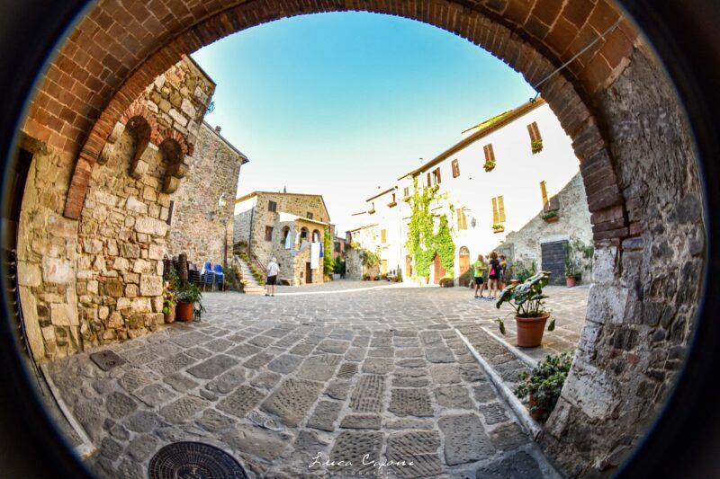 Montemerano 800x533 - Pitigliano: la città dell'Arte e del Tufo