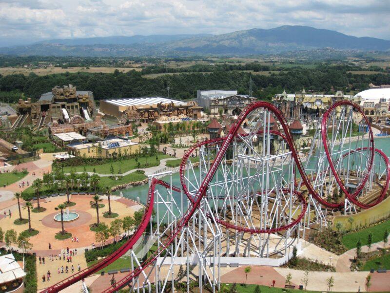 rollercoaster rainbow magicland 800x600 - Parchi di divertimento i migliori in Italia