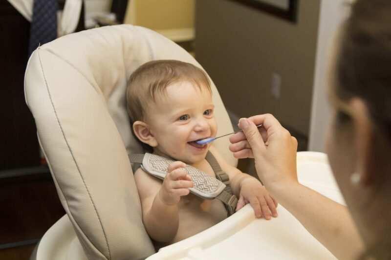 svezzamento dei bambini 800x533 - Come iniziare lo svezzamento dei bambini