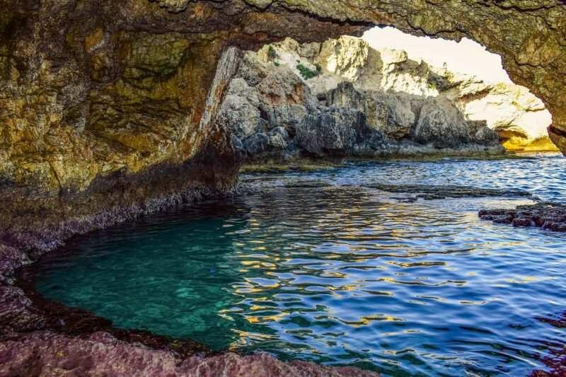 sea cave 2445503 1920 800x533 - Le piscine naturali più belle d'Italia